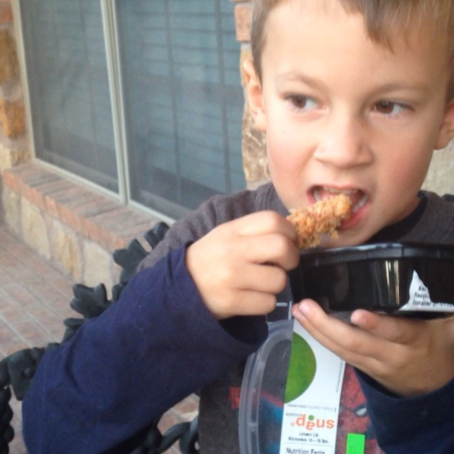 Snap Kitchen makes meals for kids - Snappy Bites! I decided to put them to the test and let my 5 year try the Snappy Chicken Bites. Love that I can grab my kiddo something nutritious from @snapkitchen too. They thought of everyone in the family. #21daysforgood