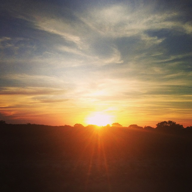 Reposting this photo of this #Texas sunset for #ColoradoSprings. Isn't it #beyondbeautiful ??? #TMOM