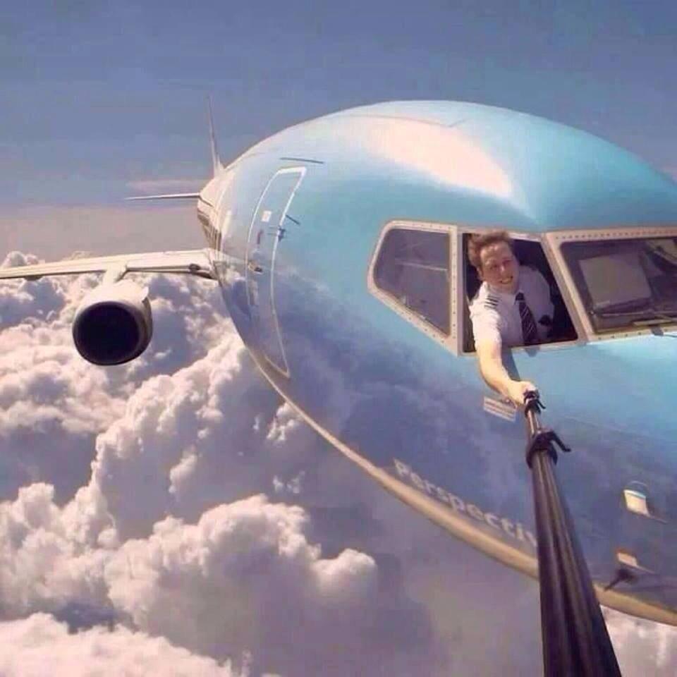 10-Pilot-selfie-AhmedAlKIremli.com_