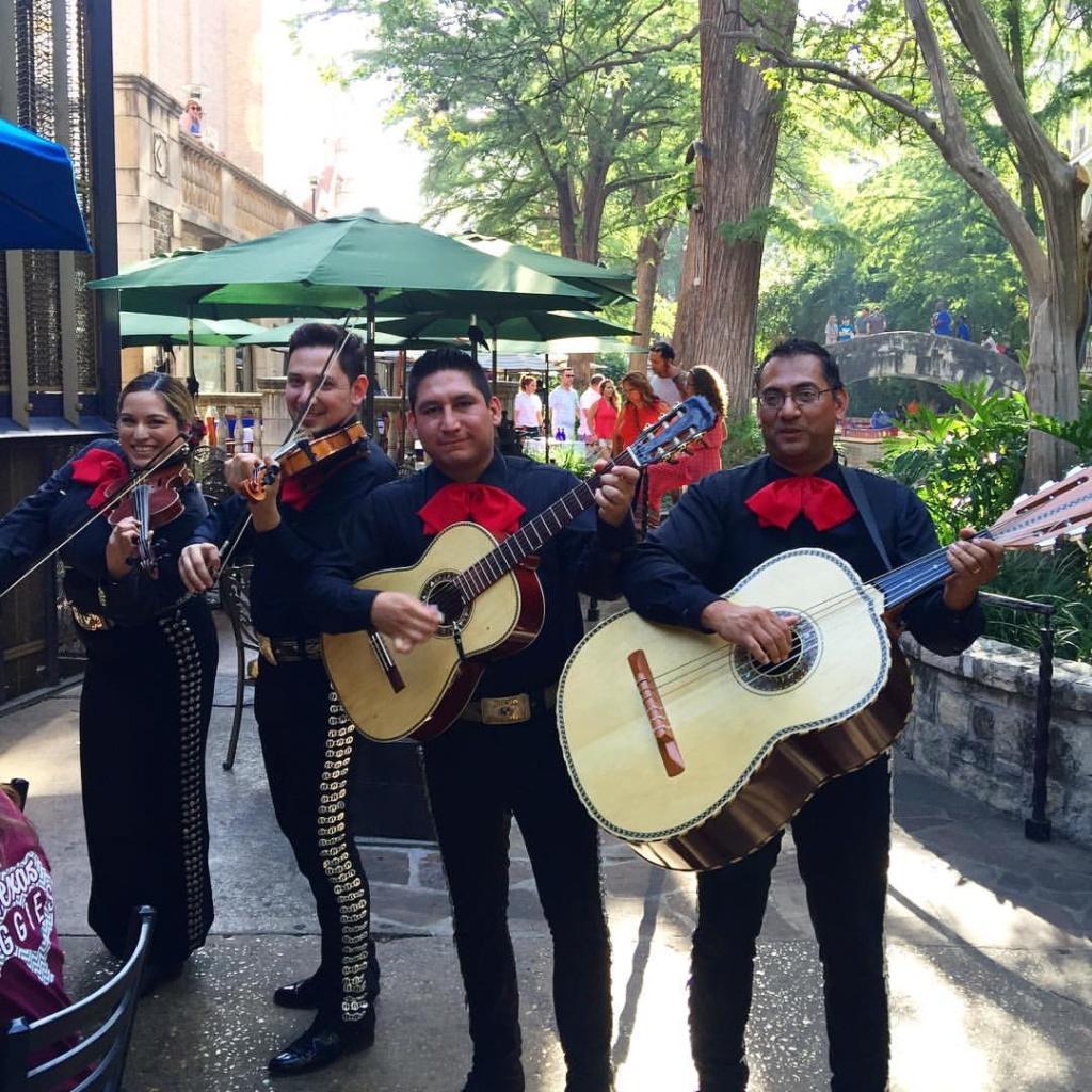 San Antonio with Kids- Mariachi Band