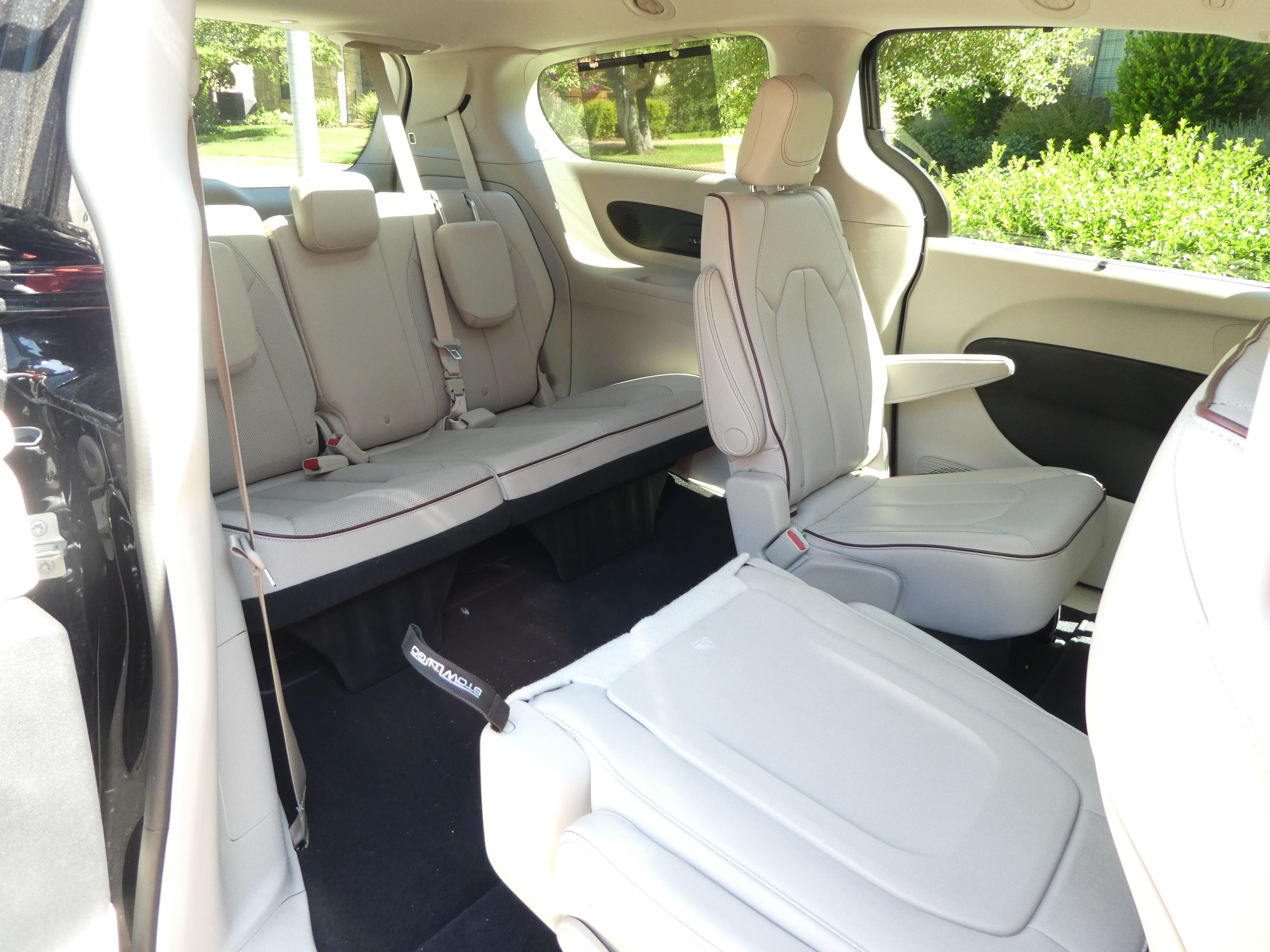 9 things you are going to love about the 2017 chrysler pacifica. Black Bedroom Furniture Sets. Home Design Ideas