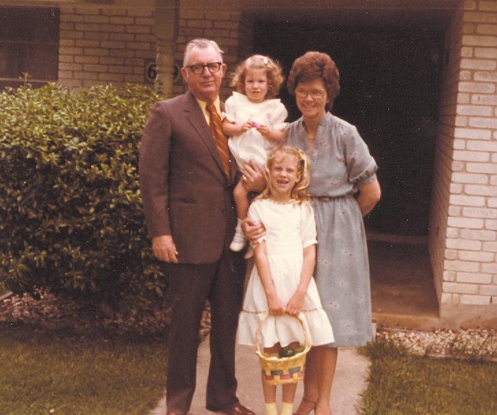 Macy,Rebecca, & GrandsSA21mo.0001